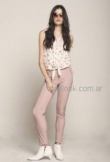 pantalon bengalina rosa y blusa estampada City Jenifer verano 2019