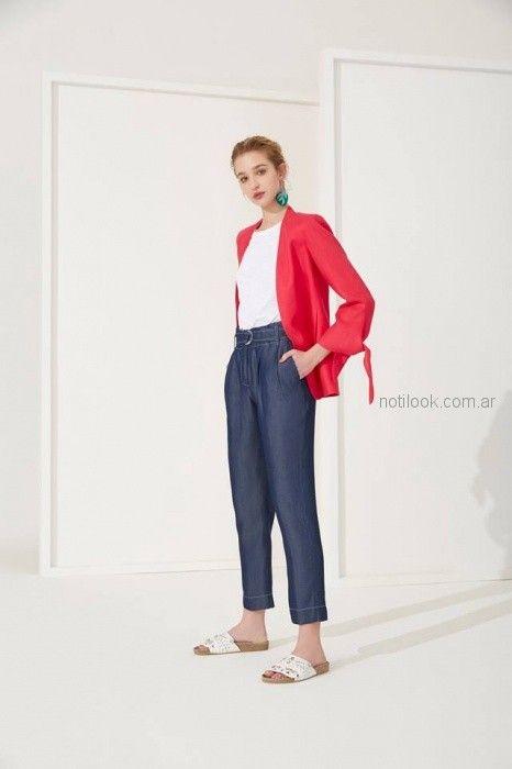 pantalon con lazo denim y saco rojo Carmela Achaval primavera verano 2019