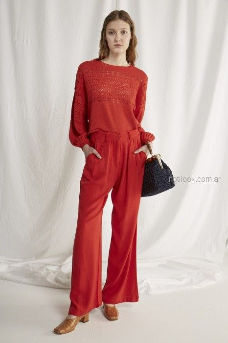 pantalon de vestir rojo con sweater calado Bled verano 2019