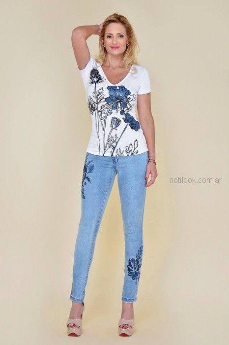 remera mangas cortas estampada y bordada para señoras Moravia Jeans verano 2019