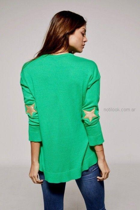 sweater verde con estrella dorada Millie primavera verano 2019