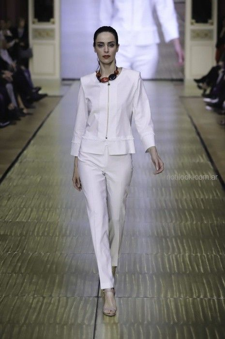 trajes livianos para señoras Adriana Costantini primavera verano 2019
