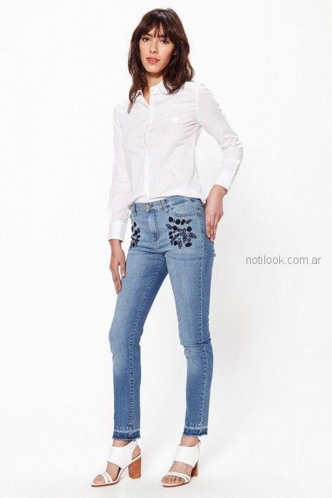 O Jeans tiro medio bordado en hilo Las oreiro verano 2019