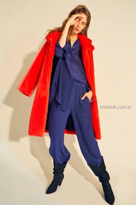 pantalon y camisa de seda con saco simil piel rojo Maria Cher otoño invierno 2019