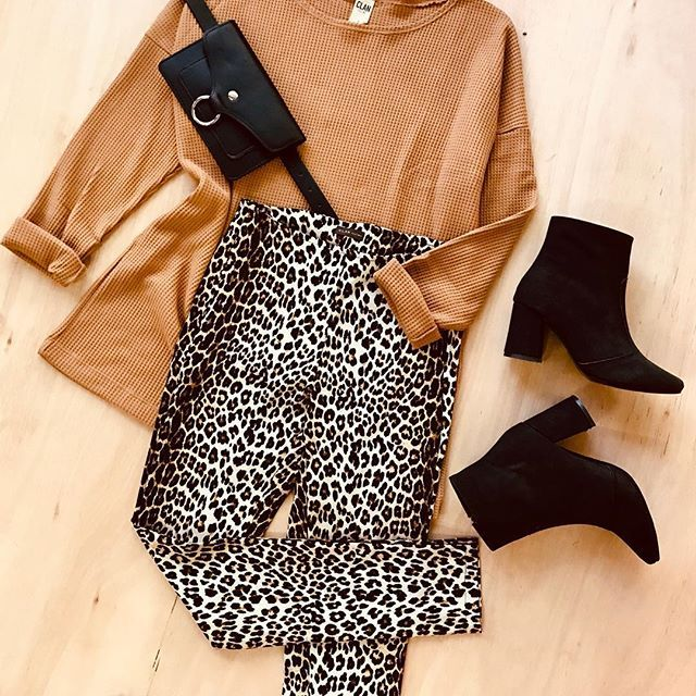 look urbano con pantalon animal print Clan issime invierno 2019