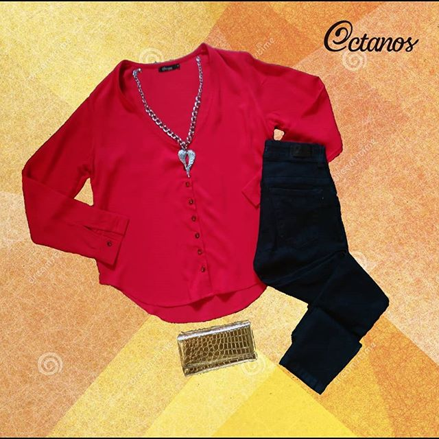 Octanos Jeans mujer con camisa roja invierno 2019