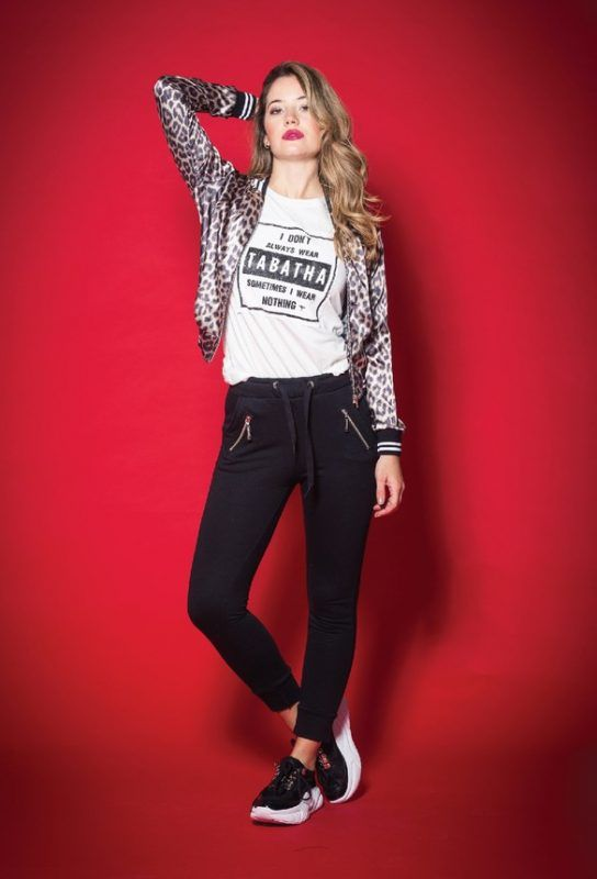 Tabatha Jeans y bomber animal print invierno 2019