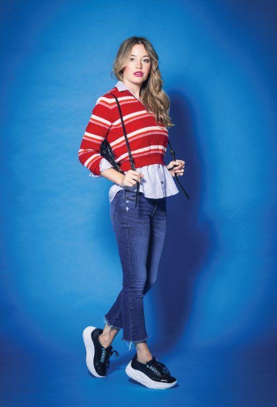 Tabatha Jeans y buzo a rayas invierno 2019