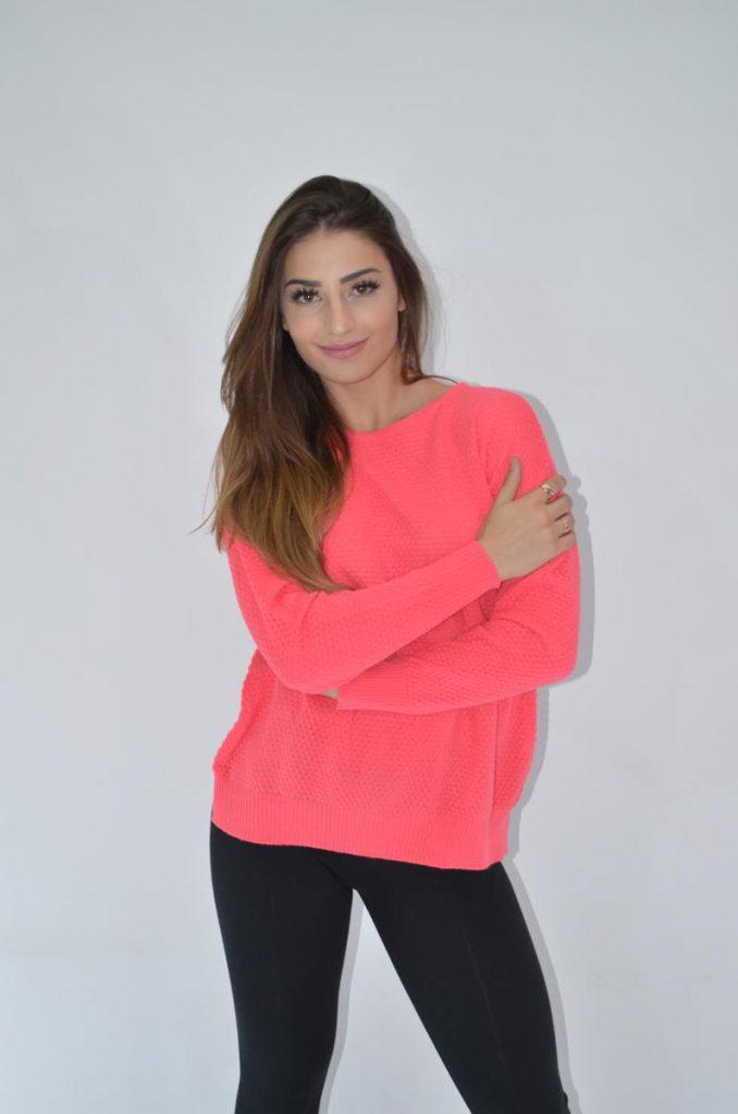 buzo rosa con jeans Coco rayado invierno 2019