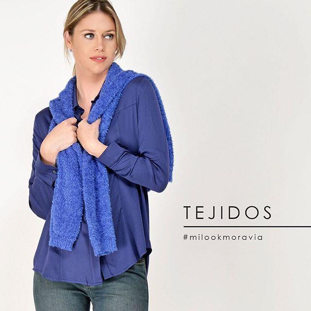 look casual con jeans y camisa mujer Moravia Jeans invierno 2019
