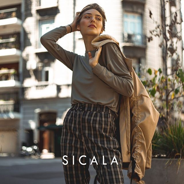 look urbano con pantalon a cuadros Sicala invierno 2019
