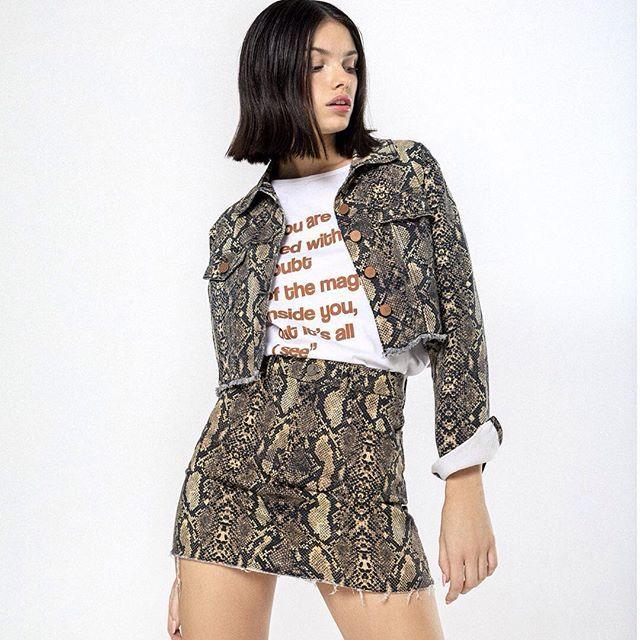 minifalda y campera animal print denim Rie otoño invierno 2019