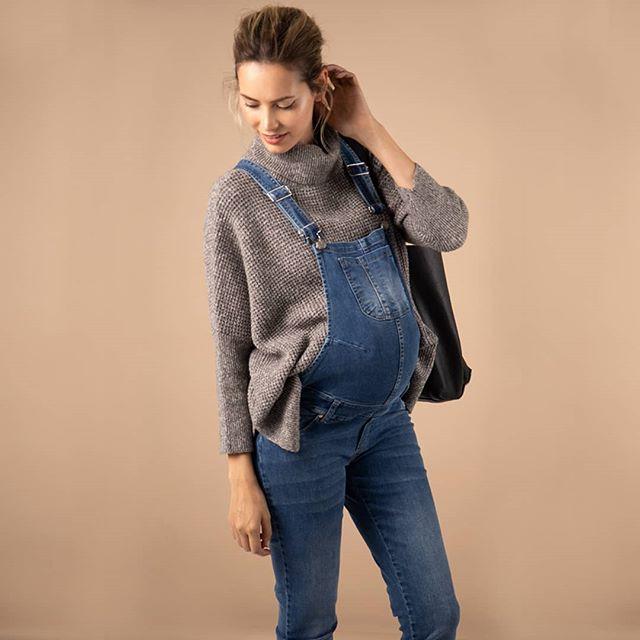 polera lana y jardinero jeans para embarazadas Maa Maternity invierno 2019