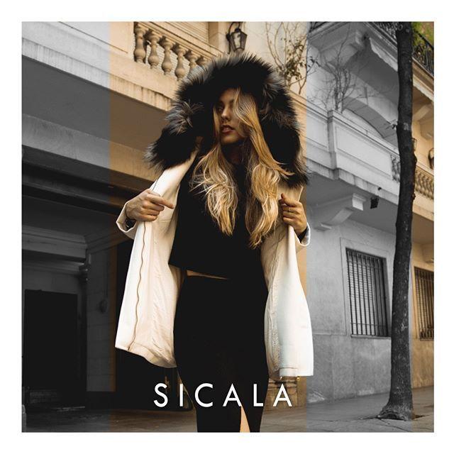 tapado con capucha de piel sintetica Sicala invierno 2019