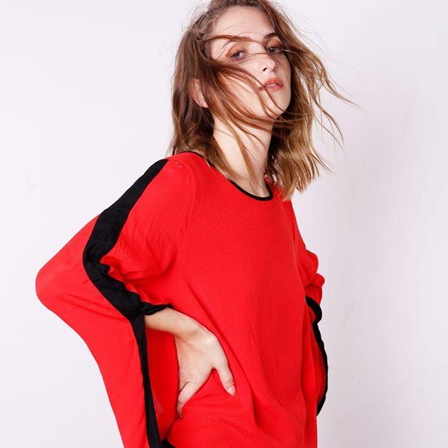 blusa con recorte en mangas square jeans invierno 2019
