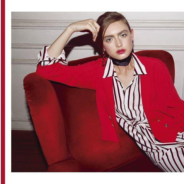 camisa a rayas y saco rojo mujer Abstracta invierno 2019
