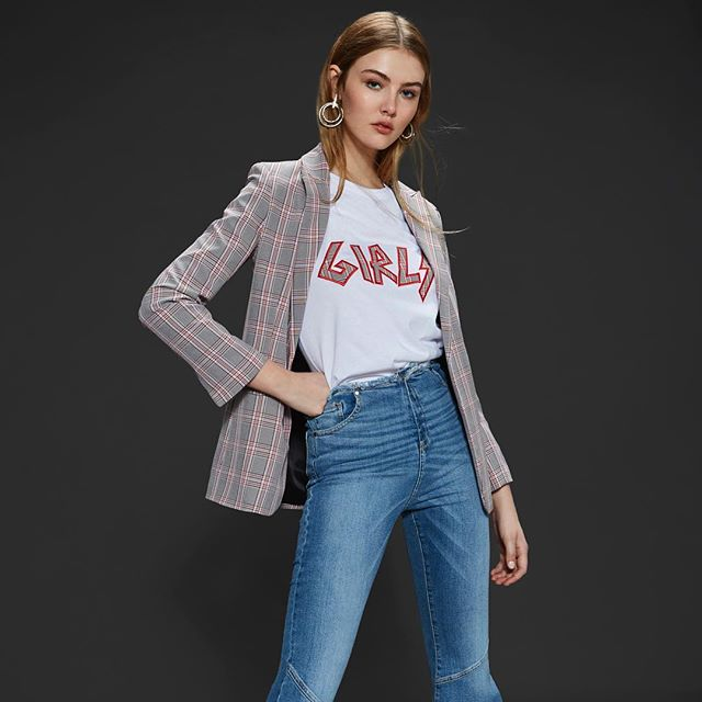 look casual mujer con blazer cuadrille Delaostia invierno 2019