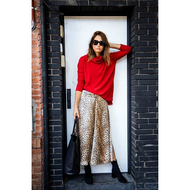 look con falda larga animal print y buzo Benjamina invierno 2019 1