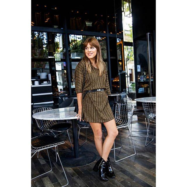look urbano con vestido corto con mangas Benjamina invierno 2019
