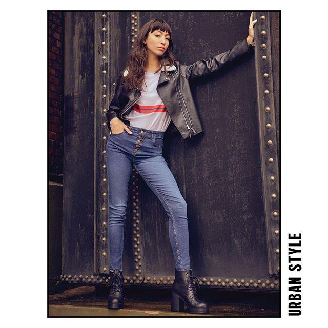 look urbano mujer con pantalon jeans y campera de cuero Le Utthe invierno 2019