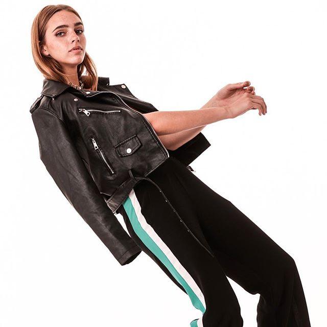 pantalon con rayas laterales Delaostia invierno 2019