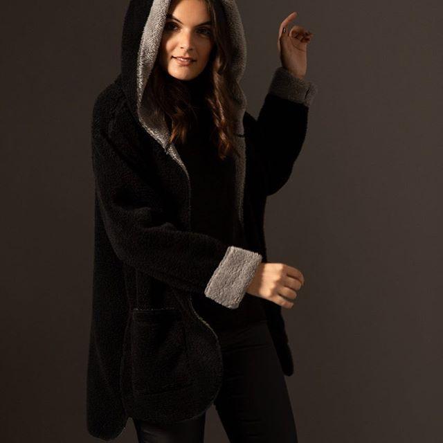 saco negro polar con capucha legacy mujer invierno 2019
