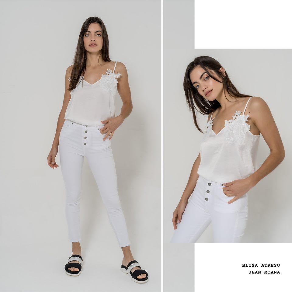 blusa de seda blanca La cofradia verano 2020
