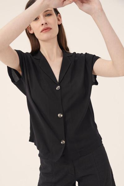 camisa negra mangas cortas Estancias Chiripa verano 2020