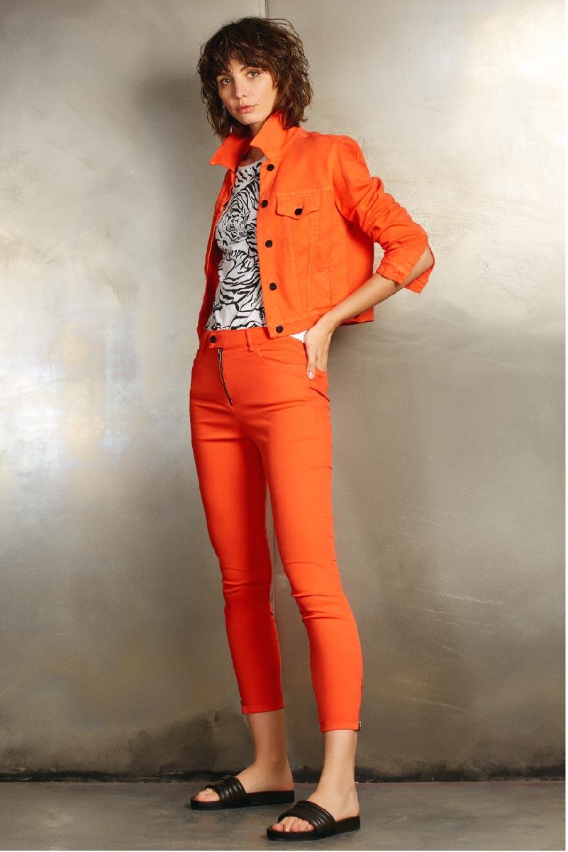 jeans chupin y chaqueta color Uma verano 2020