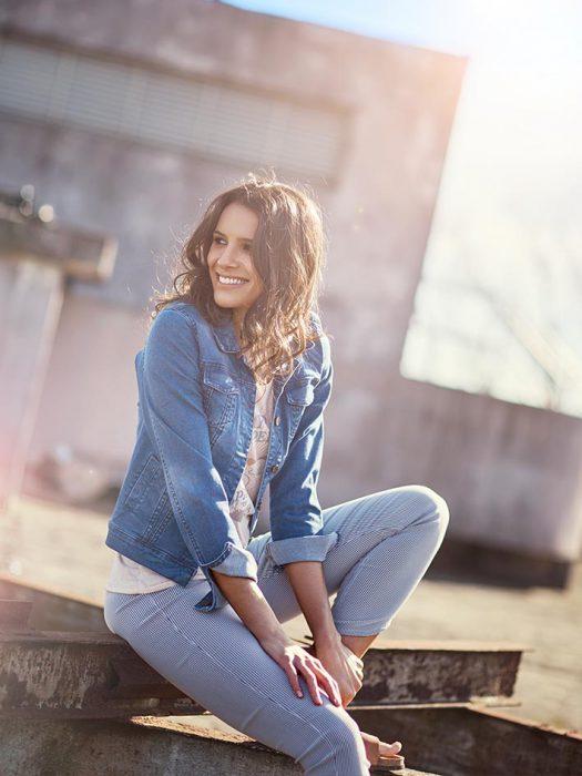 jeans y campera primavera verano 2020 Sail Basic