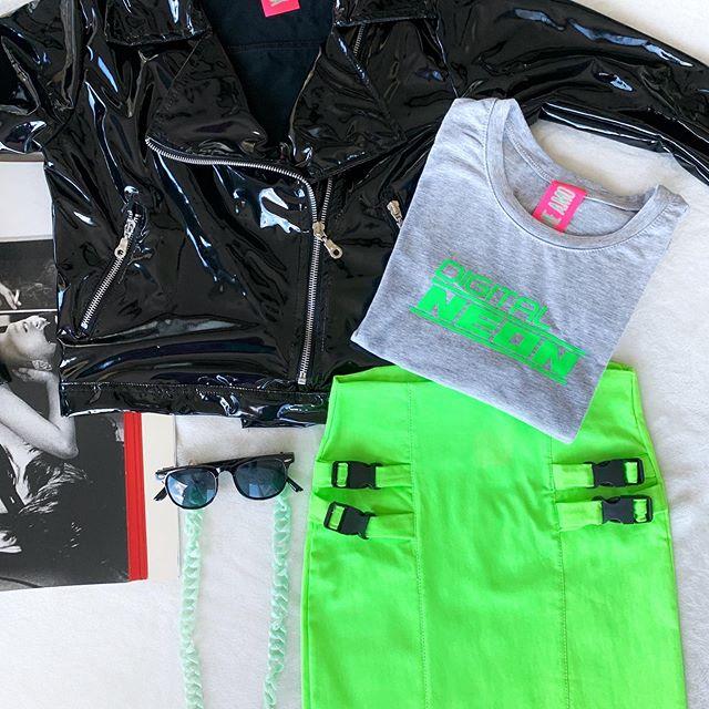 minifalda verde fluor yo me amo verano 2020