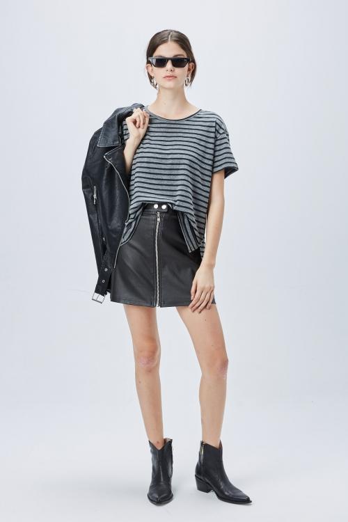 minifalda y campera de cuero verano 2020 ST Marie