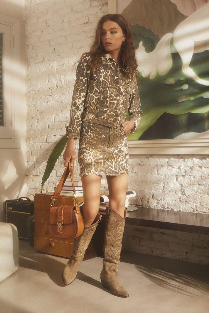 minifalda y chaqueta animal print Maria Cher Looks de moda para mujer verano 2020