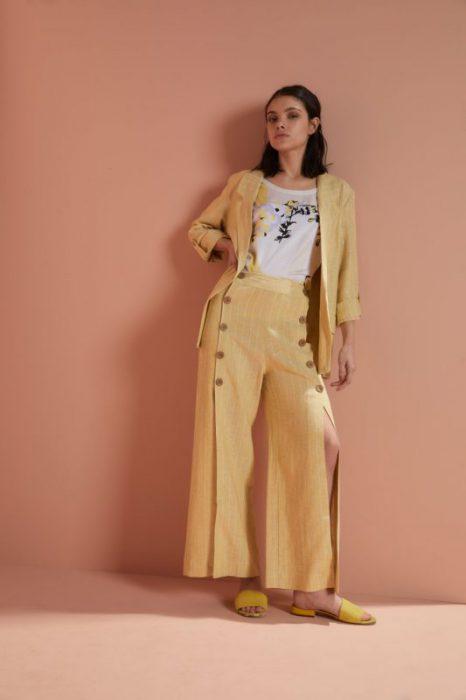 pantalon ancho con botones y tajo Edel Erra verano 2020