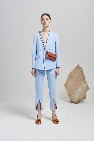 traje mujer celeste primavera verano 2020 Calandra