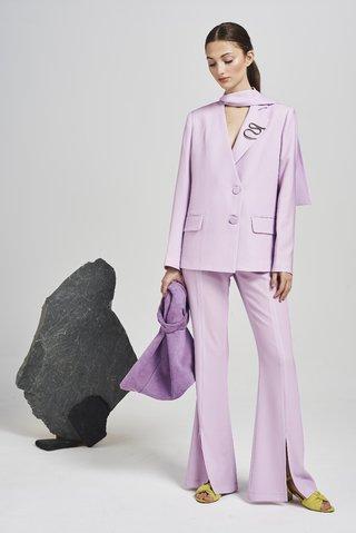 traje mujer lila pantalon amplio primavera verano 2020 Calandra