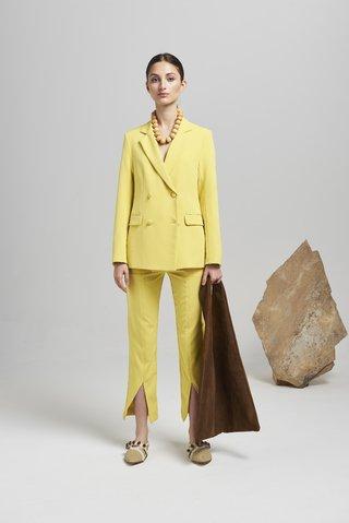 traje para mujer amarillo primavera verano 2020 Calandra