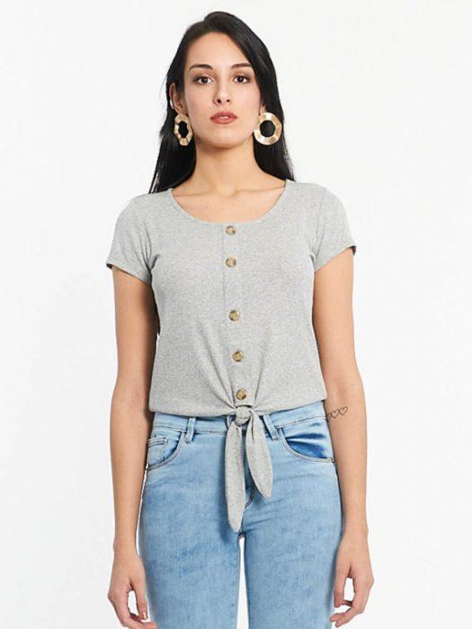 Af jeans con remera basica abotonadaverano 2020