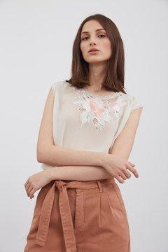 blusa blanca con apliques primavera verano 2020 Vero Alfie