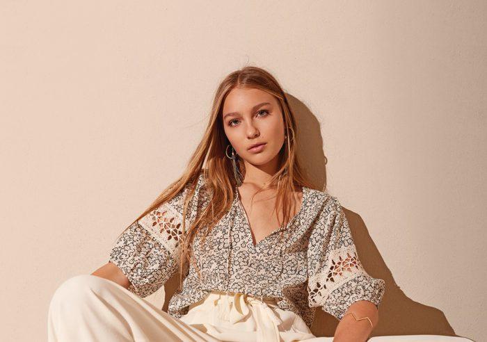 blusa fibrana con guarda a crochet Akiabara verano 2020