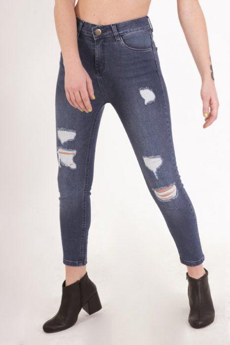 jeans chupin con gastados Clan Issime verano 2020