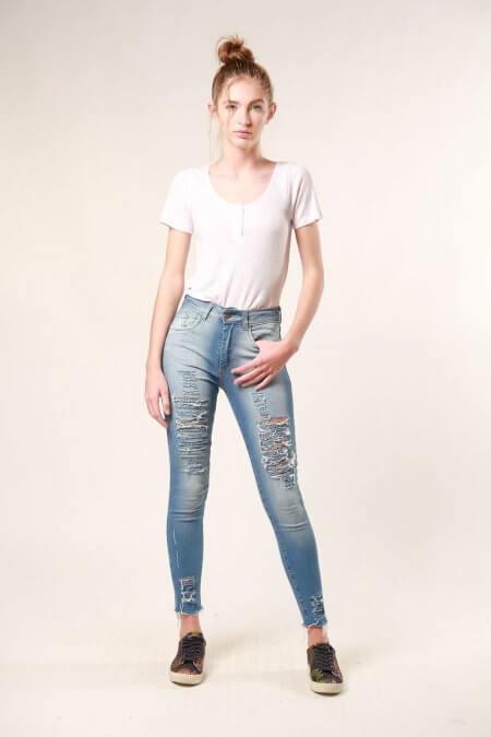 jeans rusticos con roturas nare verano 2020