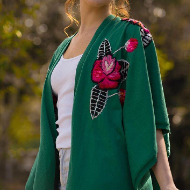kimono de hilo bordado Enriquiana Tejidos verano 2020