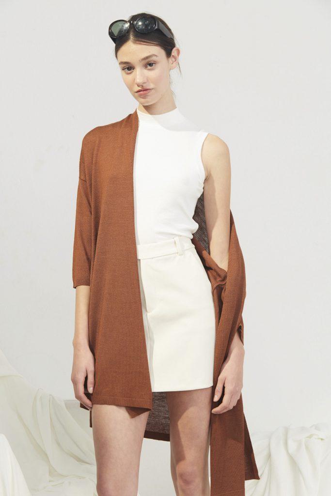minifalda blanca kimono ocre Bled verano 2020