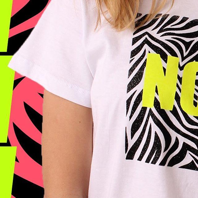 remera animal print y neon Te lo Juro verano 2020