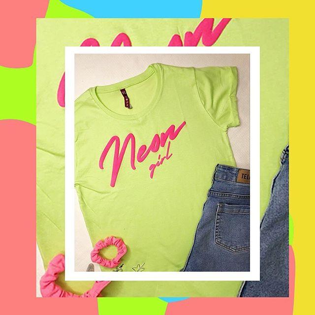 remera basica neon y jeans Te lo Juro verano 2020