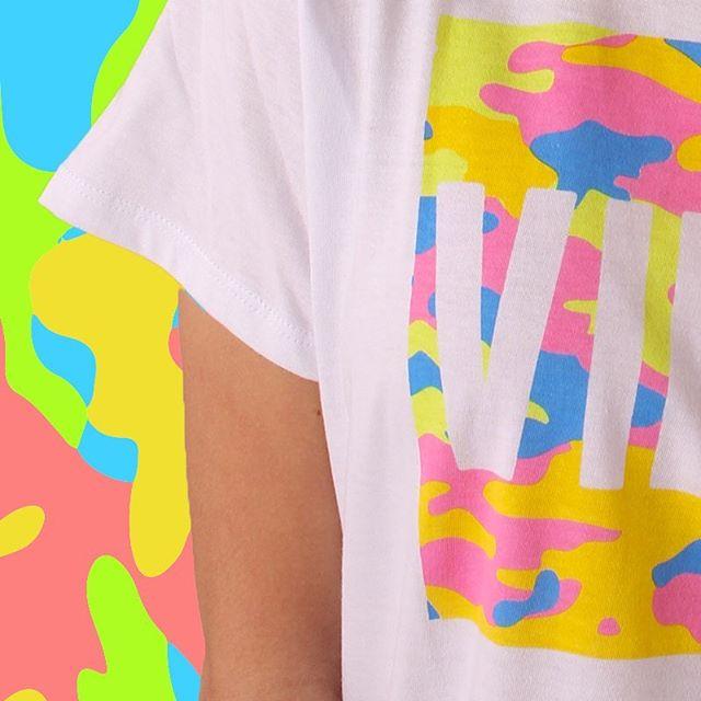 remera estampa batik neon Te lo Juro verano 2020