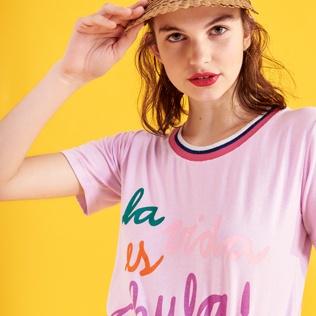 remera rosa con impresiones Benito Fernandez verano 2020