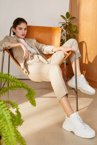 saco y pantalon de lino señoras Carmela Achaval verano 2020