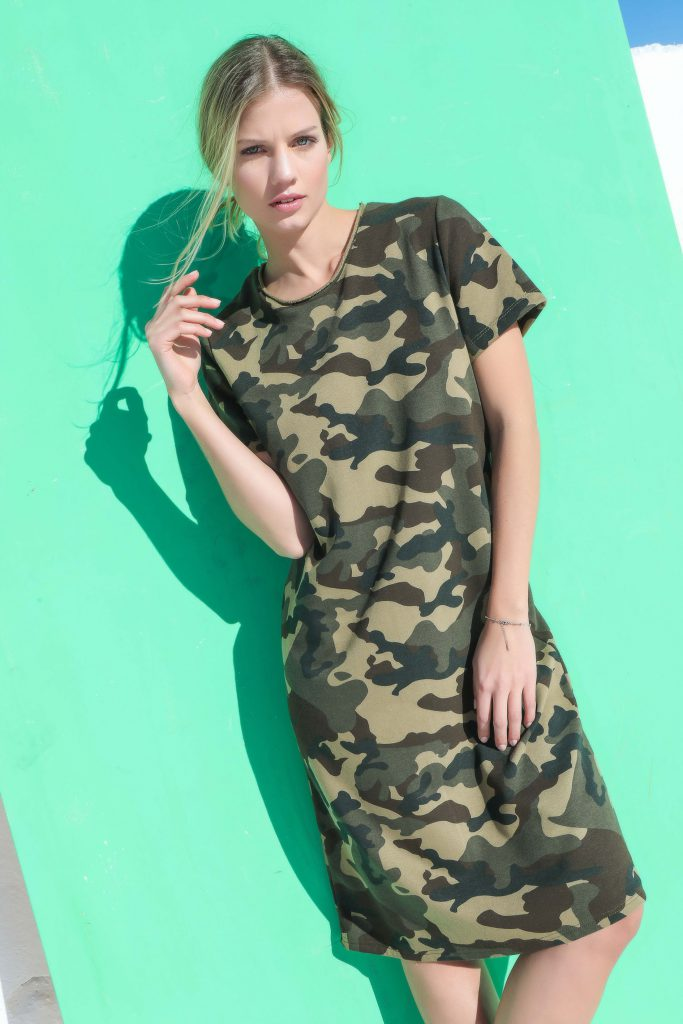 vestido informal tipo remera camufaldo Cenizas verano 2020